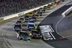 Jimmie Johnson, Hendrick Motorsports Chevrolet leads the field
