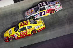 Kurt Busch, Penske Racing Dodge and Brian Vickers, Red Bull Racing Team Toyota