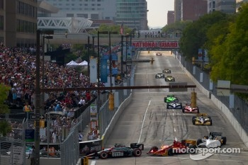 Start: J.R. Hildebrand, Panther Racing and Martin Plowman, AFS/Sam Schmidt Motorsports
