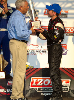 Podium: race winner Will Power, Team Penske with General Colin Powell