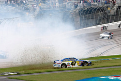 Bobby Labonte, JTG Daugherty Racing Toyota crashes