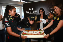 Vitaly Petrov, Lotus Renault GP blows ou the candles on his birthday cake