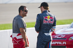 Juan Pablo Montoya, Earnhardt Ganassi Racing Chevrolet and Brian Vickers, Red Bull Racing Team Toyota