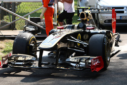 The crashed car of Vitaly Petrov, Lotus Renault GP
