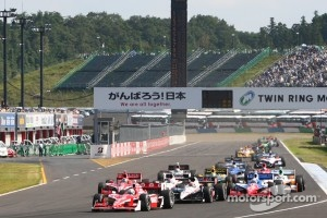 Restart: Scott Dixon, Target Chip Ganassi Racing leads the field