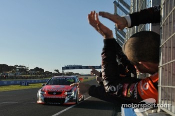 #888 TeamVodafone: Craig Lowndes, Mark Skaife takes the checkered flag