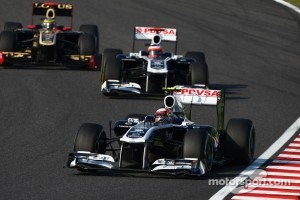 Pastor Maldonado, AT&T Williams leads Rubens Barrichello, AT&T Williams