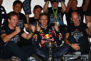 Sebastian Vettel, Red Bull Racing new world champion celebrates with the team, Christian Horner, Red Bull Racing, Sporting Director and Adrian Newey, Red Bull Racing, Technical Operations Director