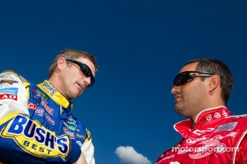 Bobby Labonte, JTG Daugherty Racing Toyota and Juan Pablo Montoya, Earnhardt Ganassi Racing Chevrolet