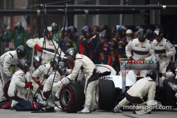 Sergio Perez, Sauber F1 Team  pit stop 