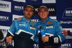 Yvan Muller, Chevrolet Cruz 1.6T, Chevrolet race winner and Robert Huff, Chevrolet Cruze 1.6T, Chevrolet 3rd position