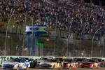 Carl Edwards, Roush-Fenway Ford leads the field on a restart