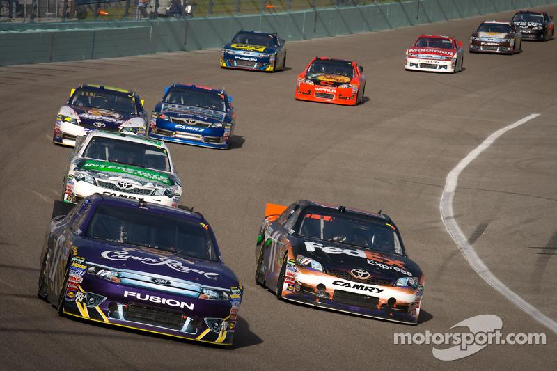 Matt Kenseth, Roush Fenway Racing Ford, Denny Hamlin, Joe Gibbs Racing Toyota