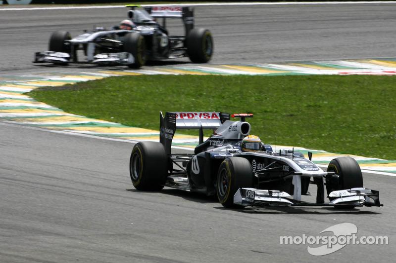 2011: Rubens Barrichello hace homenaje a Senna en su última carrera en la F1