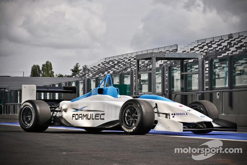 Jules Bianchi tests the Formulec EF01