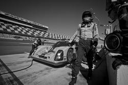 Pit stop for #76 Krohn Racing Ford Lola: Colin Braun, Nic Jonsson, Tracy Krohn, Ricardo Zonta