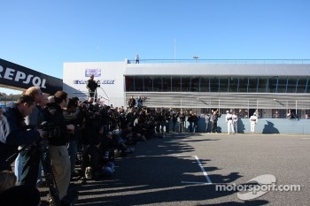 Photographers and media - Sauber C31 Ferrari Launch