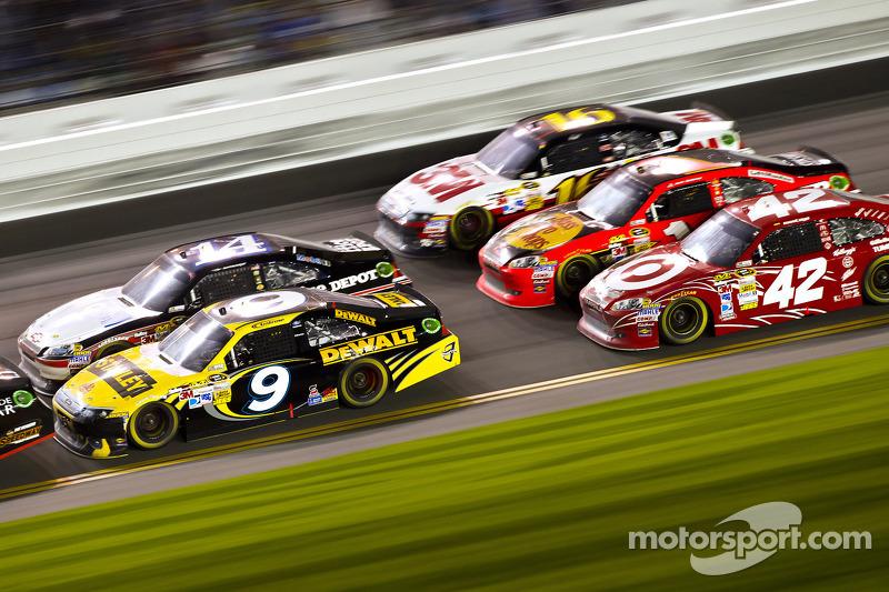 Marcos Ambrose, Richard Petty Motorsport Ford, Tony Stewart, Stewart-Haas Racing Chevrolet, Juan Pablo Montoya, Earnhardt Ganassi Racing Chevrolet