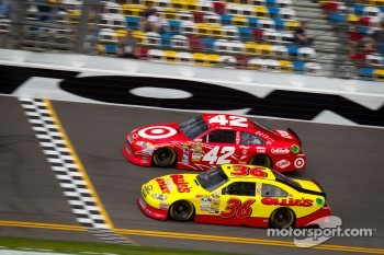 Juan Pablo Montoya, Earnhardt Ganassi Racing Chevrolet, Dave Blaney, Tommy Baldwin Racing Chevrolet