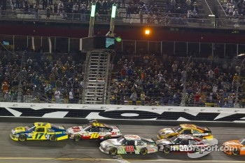 Matt Kenseth, Roush Fenway Racing Ford leads Greg Biffle, Roush Fenway Racing Ford