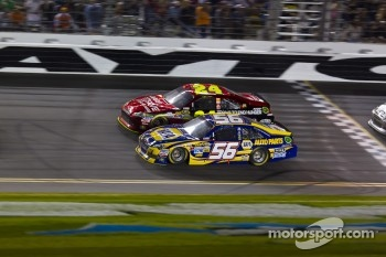 Martin Truex Jr., Michael Waltrip Racing Toyota and Jeff Gordon, Hendrick Motorsports Chevrolet