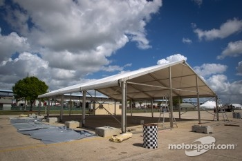 Sebring paddock, Thursday 2012-03-08: Peugeot sport leaving?
