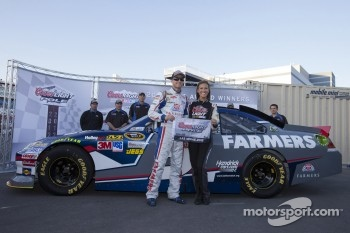 Pole winner Kasey Kahne, Hendricks Motorsports Chevrolet