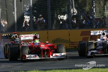 Felipe Massa, Scuderia Ferrari and Kamui Kobayashi, Sauber F1 Team