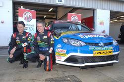 Andy Neate and Jason Plato next to MG KX Momentum Racing MG6