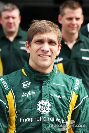 Vitaly Petrov, Caterham at a team photograph