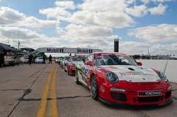 GT3 Challenge Cars waiting for green flag