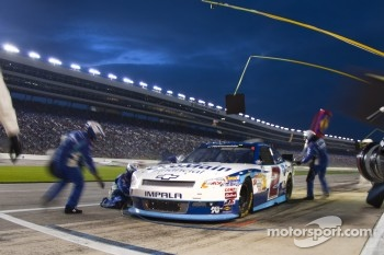Pit stop for Elliott Sadler, Richard Childress Racing Chevrolet