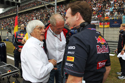 Bernie Ecclestone, CEO Formula One Group, with Dr Helmut Marko, Red Bull Motorsport Consultant and Christian Horner, Red Bull Racing Team Principal
