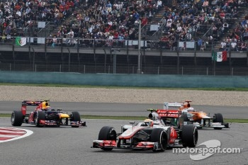 Lewis Hamilton, McLaren leads Paul di Resta, Sahara Force India and Mark Webber, Red Bull Racing