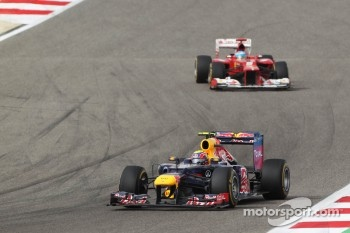 Mark Webber, Red Bull Racing leads Fernando Alonso, Ferrari