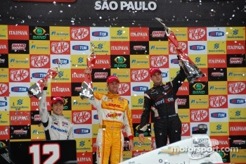 Podium: race winner Will Power, Verizon Team Penske Chevrolet, second place Ryan Hunter-Reay, Andretti Autosport Chevrolet, third place Takuma Sato, Rahal Letterman Lanigan Honda