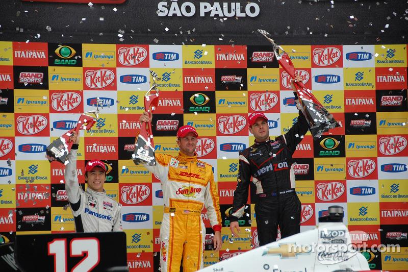 Podium: race winner Will Power, Verizon Team Penske Chevrolet, second place Ryan Hunter-Reay, Andretti Autosport Chevrolet, third place Takuma Sato, Rahal Letterman Lanigan Honda
