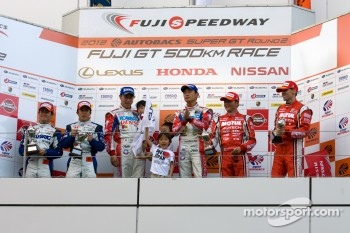 GT500 podium: winners Juichi Wakisaka and Hiroaki Ishiura, second place Takuya Izawa and Naoki Yamamoto, third place Satoshi Motoyama and Michael Krumm