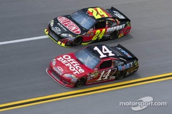 Tony Stewart, Stewart-Haas Racing Chevrolet, Jeff Gordon, Hendricks Motorsports Chevrolet