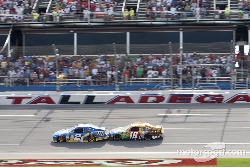 Brad Keselowski, Penske Racing Dodge leads Kyle Busch, Joe Gibbs Racing Toyota to the finish