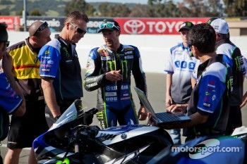 Josh Hayes SuperBike Race #2 debrief with the team