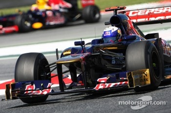 Daniel Ricciardo, Scuderia Toro Rosso STR7 leads Mark Webber, Red Bull Racing