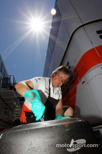 Neil Dickie, Sahara Force India F1 Team cleans a Pirelli tyre