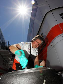Neil Dickie, Sahara Force India F1 Team cleans a Pirelli tyre