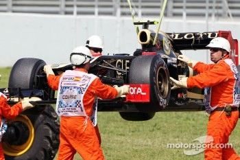 The Lotus F1 of Romain Grosjean, Lotus F1 Team recovered after stopping in the third practice session