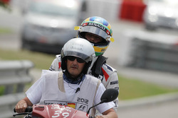 Bruno Senna, Williams retired from the race and returns to the pits on a moped