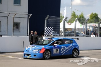 #135 Team Mathol Racing e.V. Seat Leon Supercopa: Jrg Kittelmann, Klaus Mller, Jrg Wilhelm, #19 BMW Team Schubert BMW Z4 GT3: Jrg Mller, Dirk Mller, Uwe Alzen, Dirk Adorf