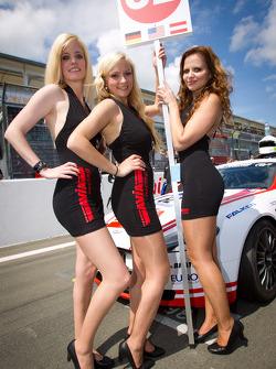 AVIA Racing Team Bratke grid girls