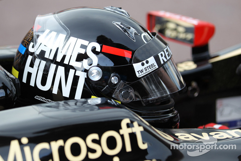 Kimi Raikkonen, Lotus F1 wearing a James Hunt themed helmet