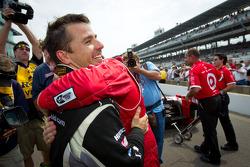 Pit stop challenge: winner Scott Dixon celebrates with Oriol Servia, Dreyer & Reinbold Racing Chevrolet